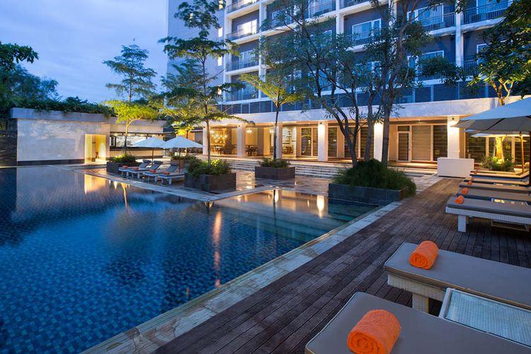 Kolam renang di Delonix Hotel Karawang