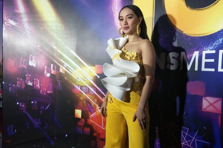 Zaskia Gotik berpose usai tampil di Gedung TransTV, Mampang, Jakarta Selatan, Jumat (15/12/2017) malam.