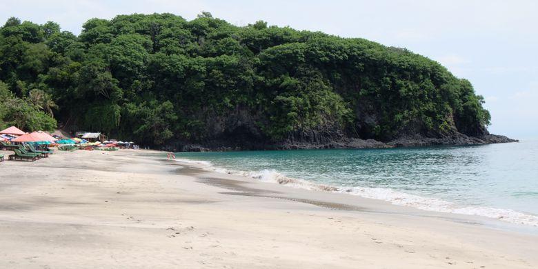 Pantai Bias Putih atau Virgin Beach di Karangasem, Bali.