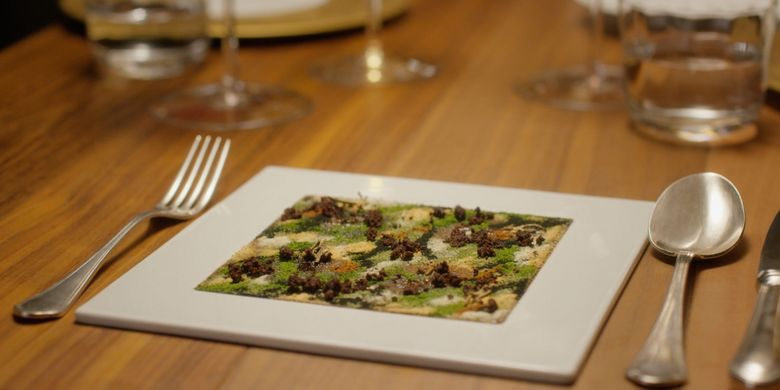 Camouflage ? A Hare in the Woods? oleh Massimo Bottura/Osteria Francescana. Hidangan dari restoran terbaik di dunia.