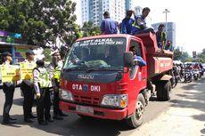 Angkut Pasukan Biru, Truk Dinas Tata Air Diberhentikan Polisi