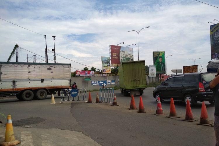Jalur alternatif Simpang Jomin menjadi salah satu titik rawan macet di Karawang.