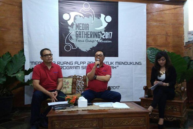 Direktur Utama BTN Maryono bersama Kepala Ekonom BTN Winang Budoyo, pada diskusi dan temu media bertema Membuka Ruang FLPP 2018 untuk mendukung Program Sejuta Rumah di Bogor, Minggu (24/12/2017).