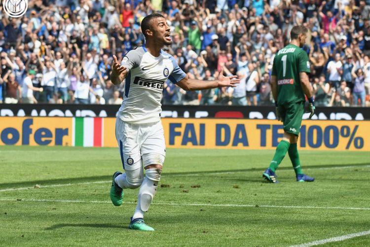 Pemain Inter Milan, Rafinha, saat laga melawan Udinese.