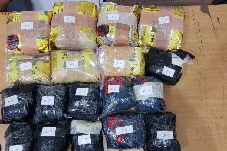 Sejumlah barang bukti narkoba yang diamankan BNN dalam penangkapan di Muara Baru, Jakarta Utara, Minggu (10/6/2018) malam.