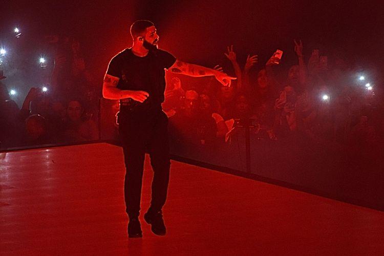 Penyanyi Drake tampil di panggung Madison Square Garden, New York City, pada 25 Agustus 2018.
