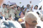 Saat Kampanye, Prabowo Berikan Baju Safari Kesayangannya ke Mantan Bupati Merauke