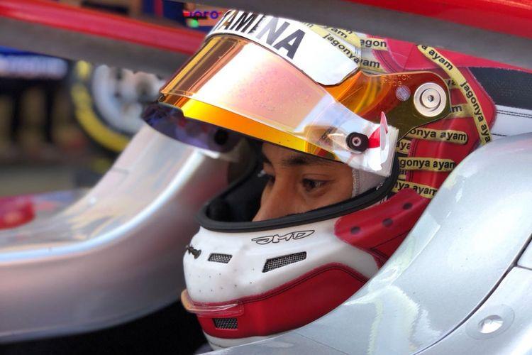 Pebalap Indonesia, Sean Gelael pada balapan Sprit Formula 2 di Sirkuit Catalunya, Barcelona, Spanyol, Minggu (13/5).