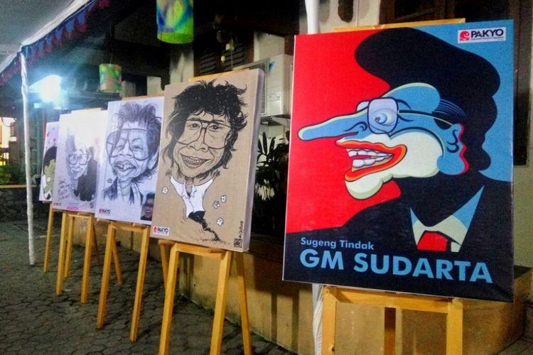 Karikatur GM Sudarta karya para kartunis Indonesia yang terpasang di halaman Bentara Budaya Yogyakarta. Abu jenazah almarhum GM Sudarta disemayamkan di Bentara Budaya Yogyakarta sebelum esok Selasa (3/7/2018) dimakamkan di Makam Seniman Girisapto, Imogiri, Bantul.