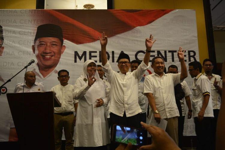 Oded M Danial dan Yana Mulyana saat berselebrasi, meyakini kemenangannya di Pilkada Kota Bandung, di Hotel Aryaduta, Rabu (27/6/2018)