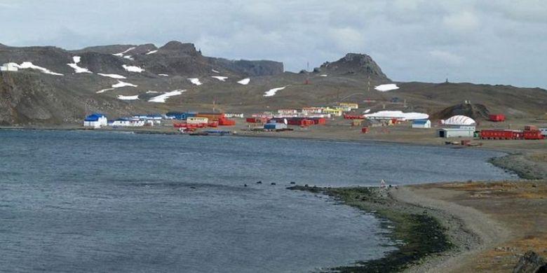 Inilah kota Villa Las Estrellas milik Chile yang ada di kawasan Antarktika. Di sana, sejak usia enam tahun setiap penduduknya diwajibkan menghilangkan usus buntu.