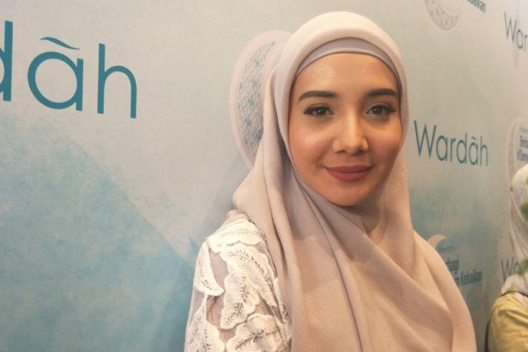 Zaskia Sungkar ditemui di sela acara Wardah Berbagi #SenyumKebaikan di Sasana Kriya, TMII, Jakarta Timur, Rabu (30/5/2018) malam.