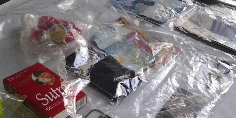 Kondom sebagai barang bukti prostitusi di aparteman Kalibata City, Minggu (6/5/2018)