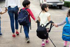 Berat Tas Sekolah Berlebih Bisa Timbulkan Masalah untuk Anak