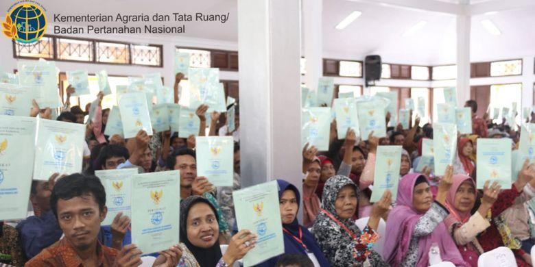 Penyerahan sertifikat tanah juga disambut baik oleh Gubernur Banten Wahidin Halim. Ia sangat bersyukur dan senang adanya penyerahan sertifikat ini.