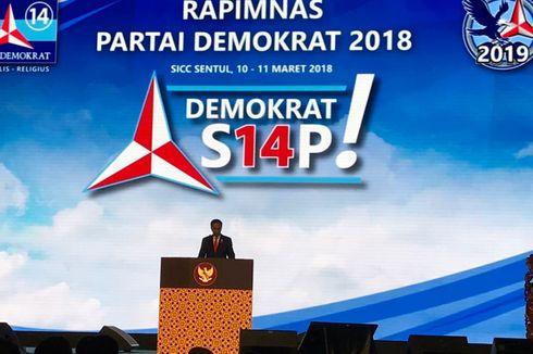 Pakai Jas Biru, Jokowi Hadiri Rapimnas Demokrat