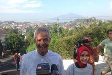 Didampingi Istri, Ganjar Pranowo Salurkan Hak Pilih di Semarang