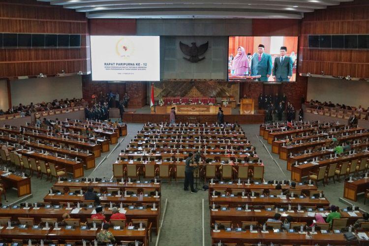 Rapat Paripurna Ke-12 Masa Persidangan III DPR, di Kompleks Parlemen, Senayan, Jakarta, Rabu (13/2/2019).