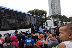 Antusias Lihat Peresmian MRT Jakarta, Warga Padati Bundaran HI
