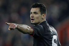 Milan Serius Inginkan Bek Cadangan Liverpool