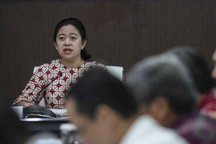 Menteri Koordinator bidang Pembangunan Manusia dan Kebudayaan (Menko PMK) Puan Maharani memimpin rapat koordinasi tingkat menteri di Kemenko PMK, Jakarta, Senin (6/11/2017). Rapat tersebut membahas pengendalian defisit BPJS Kesehatan.