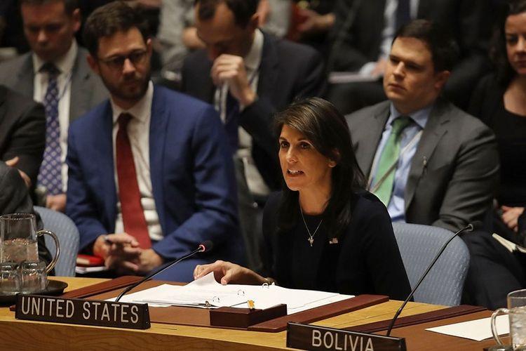 Duta Besar Amerika Serikat untuk PBB, Nikki Haley, berbicara di dewan keamanan setelah Inggris meminta pelaksanaan pertemuan yang mendesak dewan keamanan PBB, New York, Amerika Serikat, Rabu (14/3/2018). (AFP/Spencer Platt)
