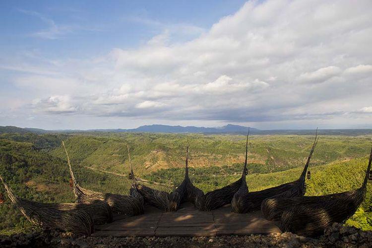 Spot foto di Watu Payung, Panggang, Gunungkidul berupa hamparan perbukitan hijau yang menawan.