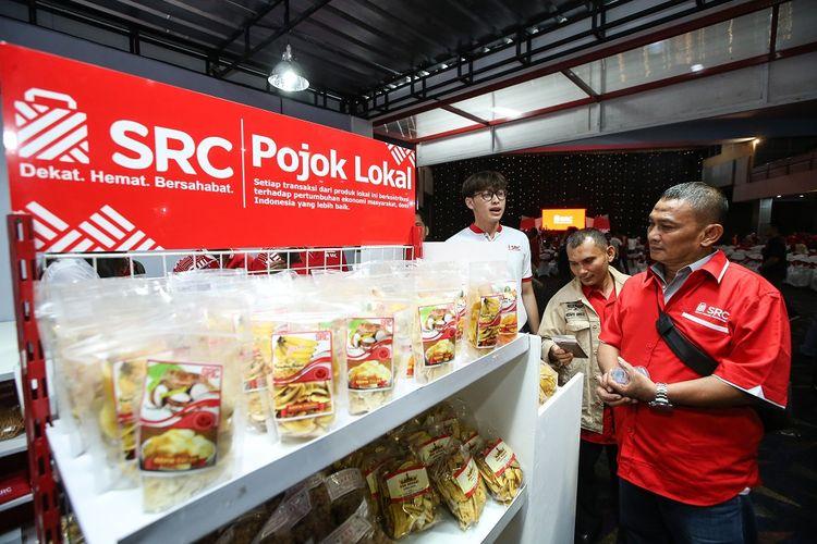 Produk peritel nasional saat Hari Ulang Tahun Sampoerna Retail Community (SRC).