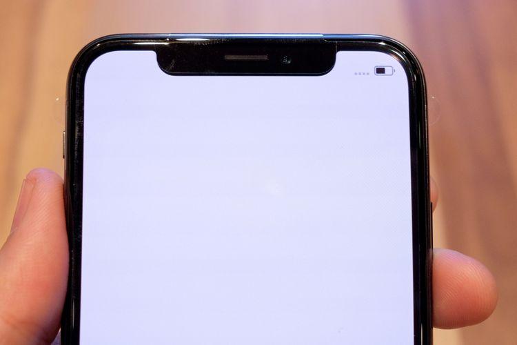 Bagian depan iPhone X tampil nyaris tanpa bezel