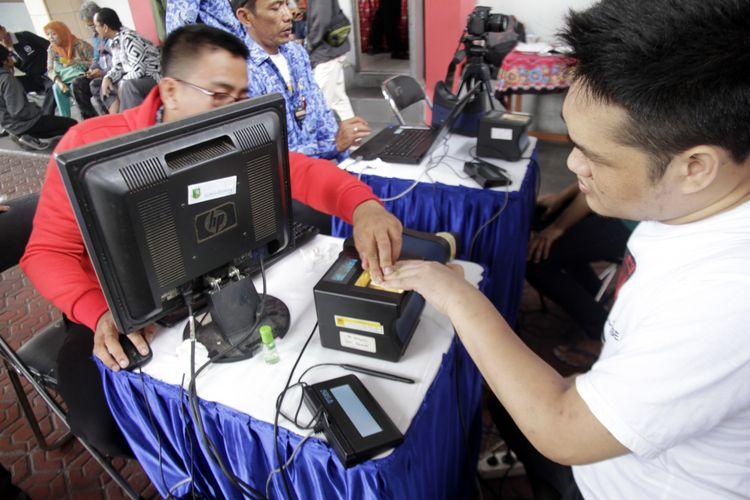 Proses perekaman e-KTP di Lapas Nyomplong, Sukabumi, Jawa Barat, Kamis (17/1/2019).