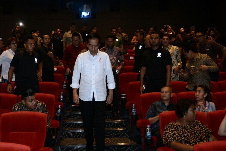 Presiden Joko Widodo, Rabu (28/3/2018), menyempatkan diri menonton film Yo  Wis Band di Bioskop di sela kunjungan kerja di Kota Malang, Jawa Timur.