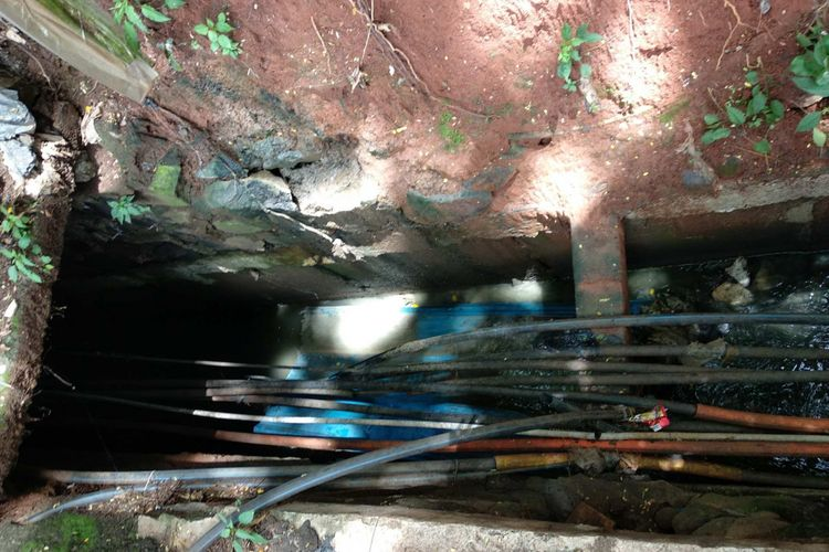 Saluran air di Jalan Jenderal Gatot Subroto