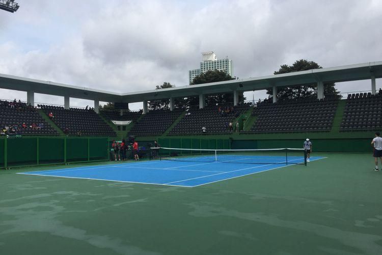 Lapangan Tenis Senayan.