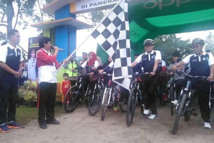 Sepeda Nusantara 2018 Etape Tanggo Rajo di Kabupaten Tebo, Jambi, berlangsung Minggu (14/10/2018) dengan Bupati Tebo, H. Sukandar. S.Kom.Msi dan Ibu Hj. Saniatul Lativa, SE.MM, ikut ambil bagian dalam salahsatu program unggulan Kemenpora itu.
