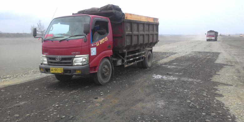 Kesibukan di dalam area pembangunan NYIA di Kecamatan Temon, Kulon Progo, DIY.