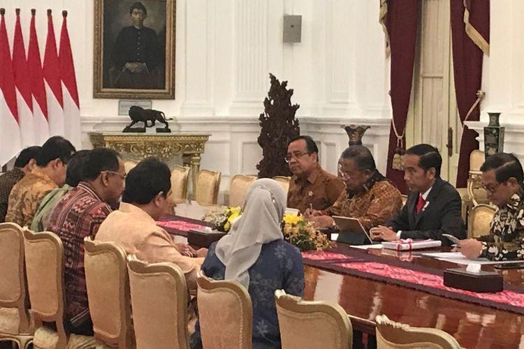 Suasana pertemuan Presiden Joko Widodo dengan jajaran petinggi Badan Pemeriksa Keuangan (BPK) di Istana Merdeka, Jakarta, Selasa (10/10/2017).