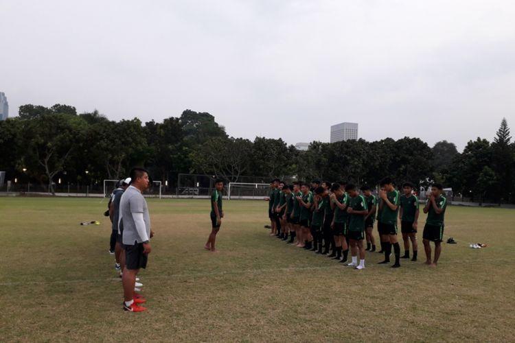 Tim Nasional U-19 saat mengadakan latihan di Lapangan ABC, Senayan, Jakarta, Rabu (3/10/2018).