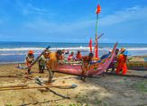Bosan di Bandara Minangkabau, Yuk Main ke Pantai Katapiang