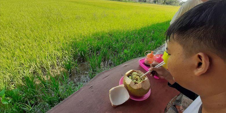 Mie ayam klamud di Bantul, DI Yogyakarta.