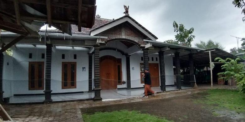 Kondisi rumah Katimun, tokoh yang mengajak 52 warga Desa Watu Bonang, Kecamatan Badegan, Kabupaten Ponorogo pindah ke Malang karena isu kiamat sepi tak berpenghuni, Rabu ( 13 / 3 / 2019) sore.