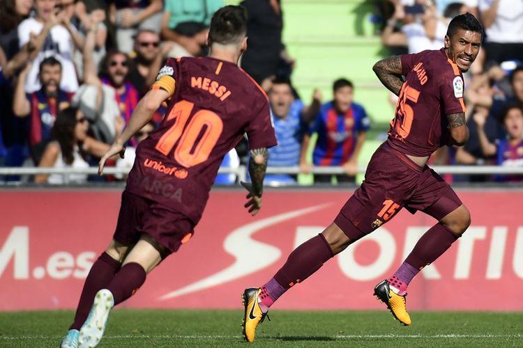 Gelandang Barcelona asal Brasil, Paulinho (kanan), melakukan selebrasi setelah mencetak gol ke gawang Getafe dalam pertandingan La Liga di Stadion Alfonso Perez, Getafe, Sabtu (16/9/2017).