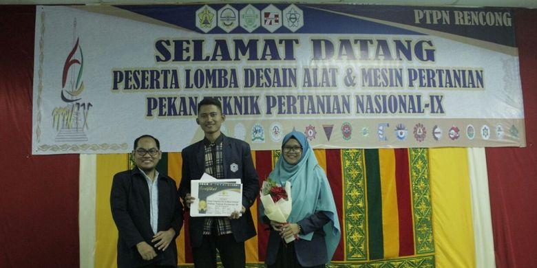 Mahasiswa Politeknik Negeri Payakumbuh, Ruri Jalil Jabar, menjadi juara 1 dalam lomba desain alat pertanian.