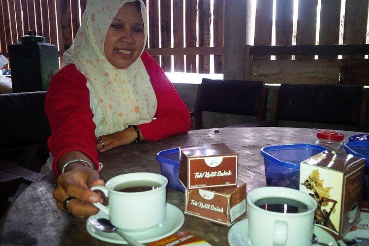 Laili Musyarofah (37), pemilik Warung Kebun Salak, di Jl Srikandi, Grogol, Salatiga, Jawa Tengah.