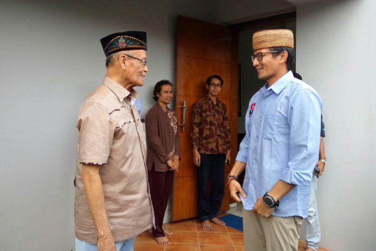 Calon wakil presiden nomor urut 02 Sandiaga Uno saat bertemu dengan Buya Syafii Maarif, Minggu (2/12/2018)
