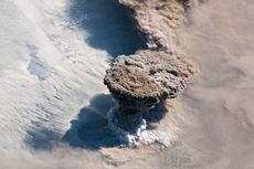 Begini Rupa Gunung Berapi Erupsi dari Kacamata Astronot ISS