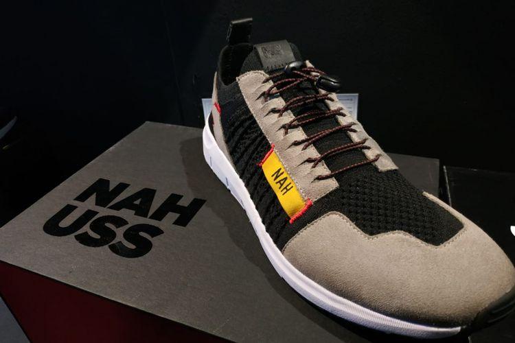 Sneakers edisi terbatas NAH Project yang berkolaborasi dengan Urban Sneakers Society (USS) dipasarkan hanya 50 pasang dalam acara yang berlangsung di pusat perbelanjaan Pasific Place, Jakarta.