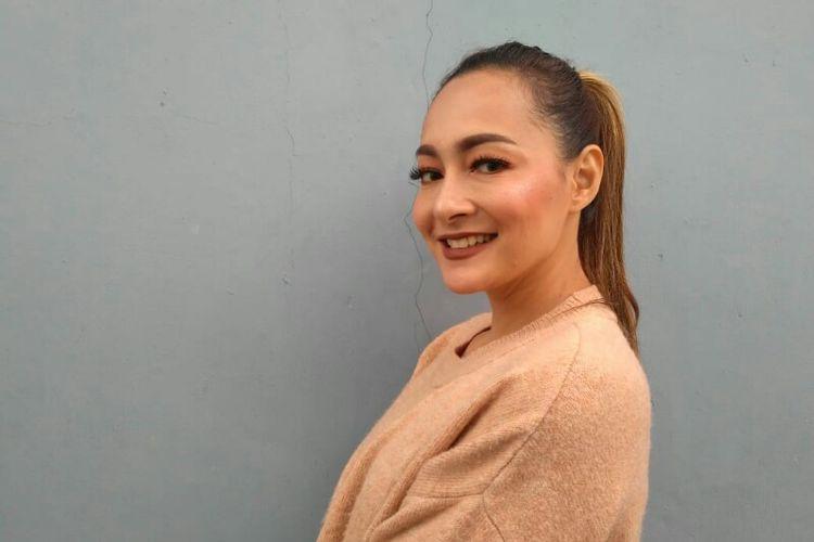 Presenter Dewi Rezer saat ditemui di kawasan Mampang, Jakarta Selatan, Kamis (10/1/2019).