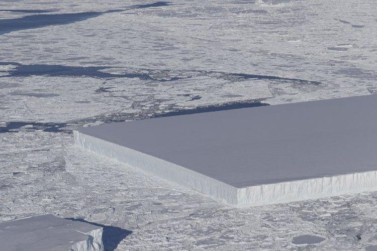 Gunung es yang baru ditemukan NASA