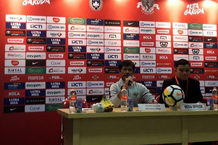 Pelatih Tim Nasional Indonesia U-19 Indra Sjafrie dalam konferensi pers usai laga ujicoba Indonesia U-19 kontra Arab Saudi U-19 di Stadion Wibawa Mukti, Cikarang, Rabu (10/10/2018).