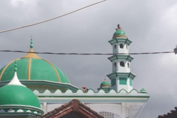 Junaidi (25) warga asal Desa Jagaraga Indah, Lombok Barat  mencoba untuk bunuh diri dari atas menara masjid Minggu (19/5/2019).